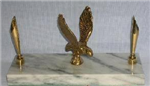 B735 - Eagle pen holder on marble base
